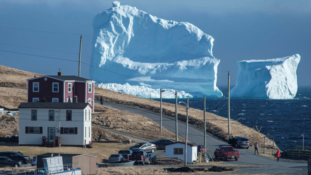 Towering iceberg draws hundreds to Newfoundland town