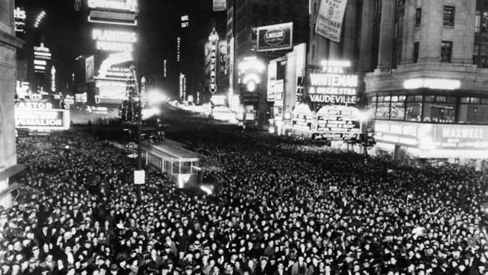 The first New Year's Eve celebration is held in Times Square on December 31, 1907