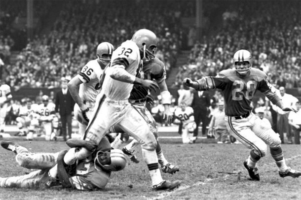 1952 - Detroit Lions win 17–7 over the Cleveland Browns