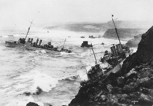 Naval History and Heritage Command Photographic Branch image #NH84820: USS Nicholas and S.P. Lee wrecked at Honda Point, September 1923